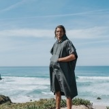futah beach towels poncho Ericeira Poncho Deep Black Lookbook 2 DSC09285_min