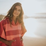 futah beach towels poncho Formosa Poncho Coral Peach Lookbook 5 DSC00552_min