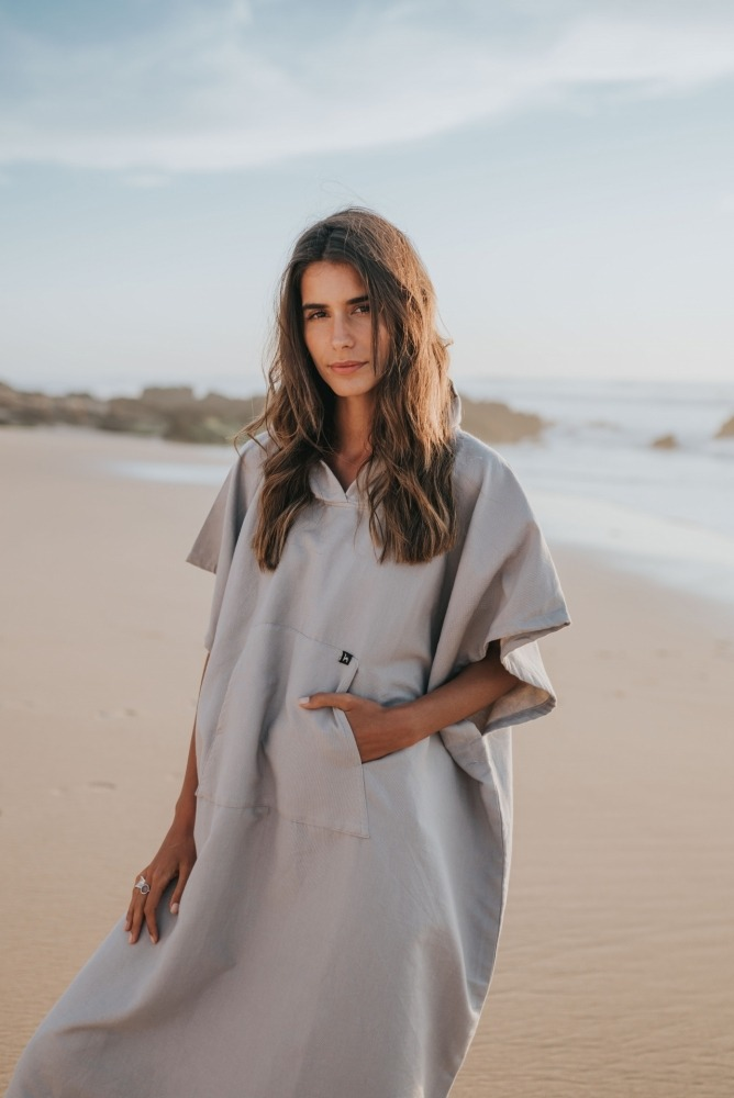 futah beach towels poncho Ericeira Poncho Opal Grey Lookbook 1 DSC00610
