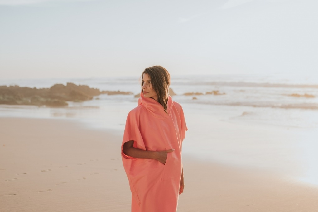 futah beach towels poncho Ericeira Poncho Coral Lookbook 2 DSC00645