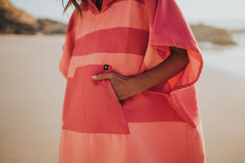 futah beach towels poncho Formosa Poncho Coral Peach Lookbook 2 DSC00544